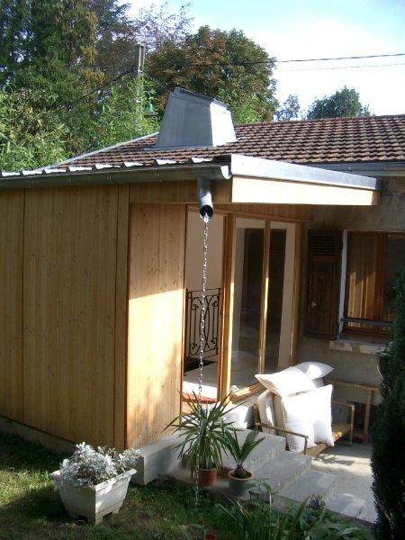 Extension bois d une petite maison tassin la demi lune for Petite extension maison