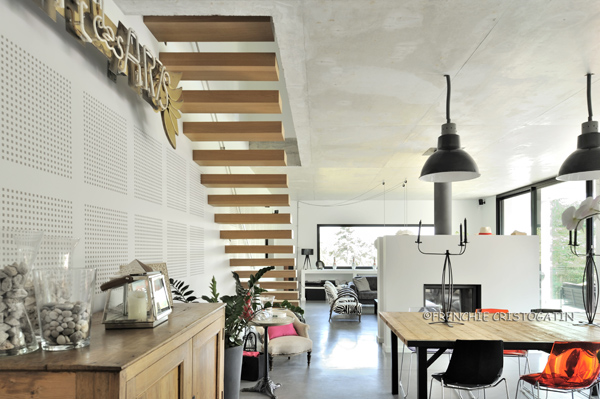 Maison contemporaine en b ton charbonni res fabien - Interieur maison contemporaine photos ...