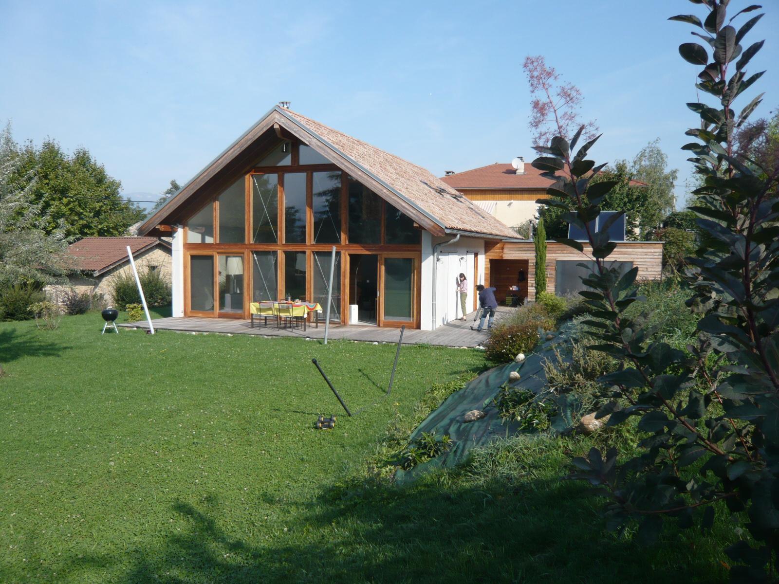 Maison contemporaine basse nergie champagnier 38 for Architecte lyon maison contemporaine