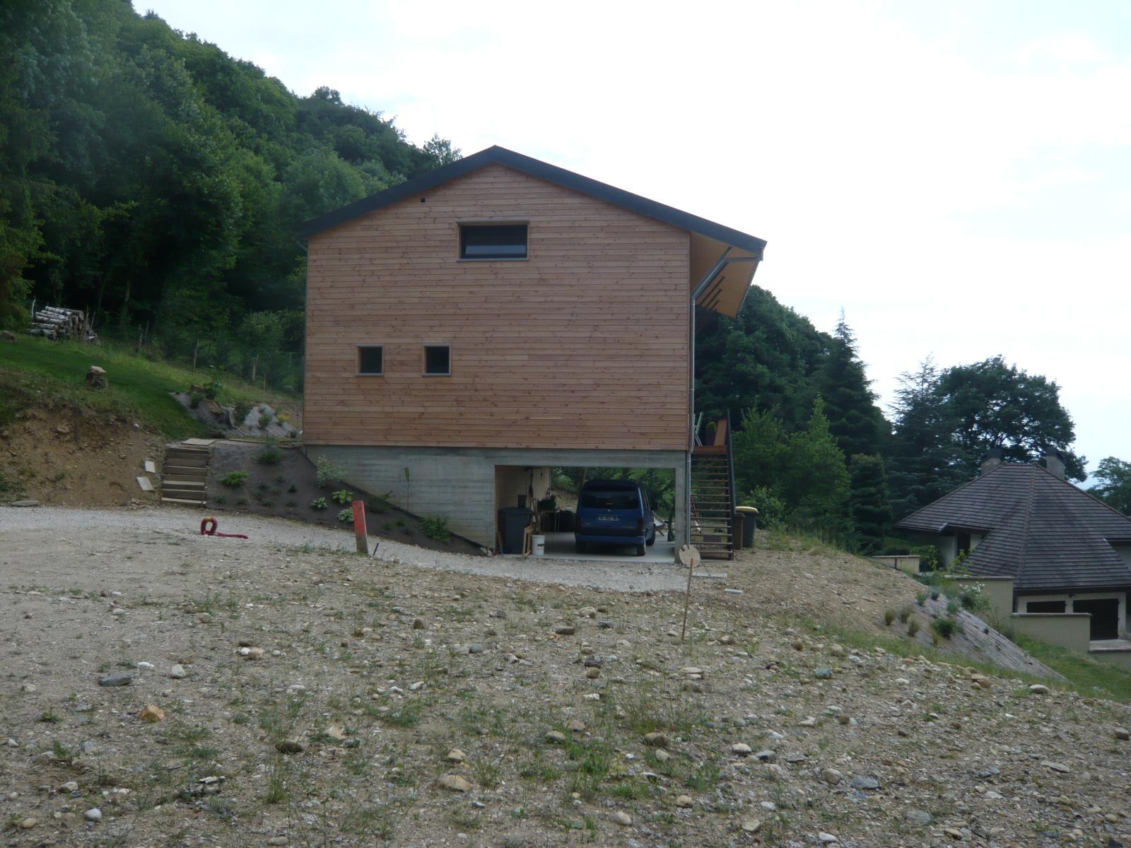 maison-sur-pilotis-montagne