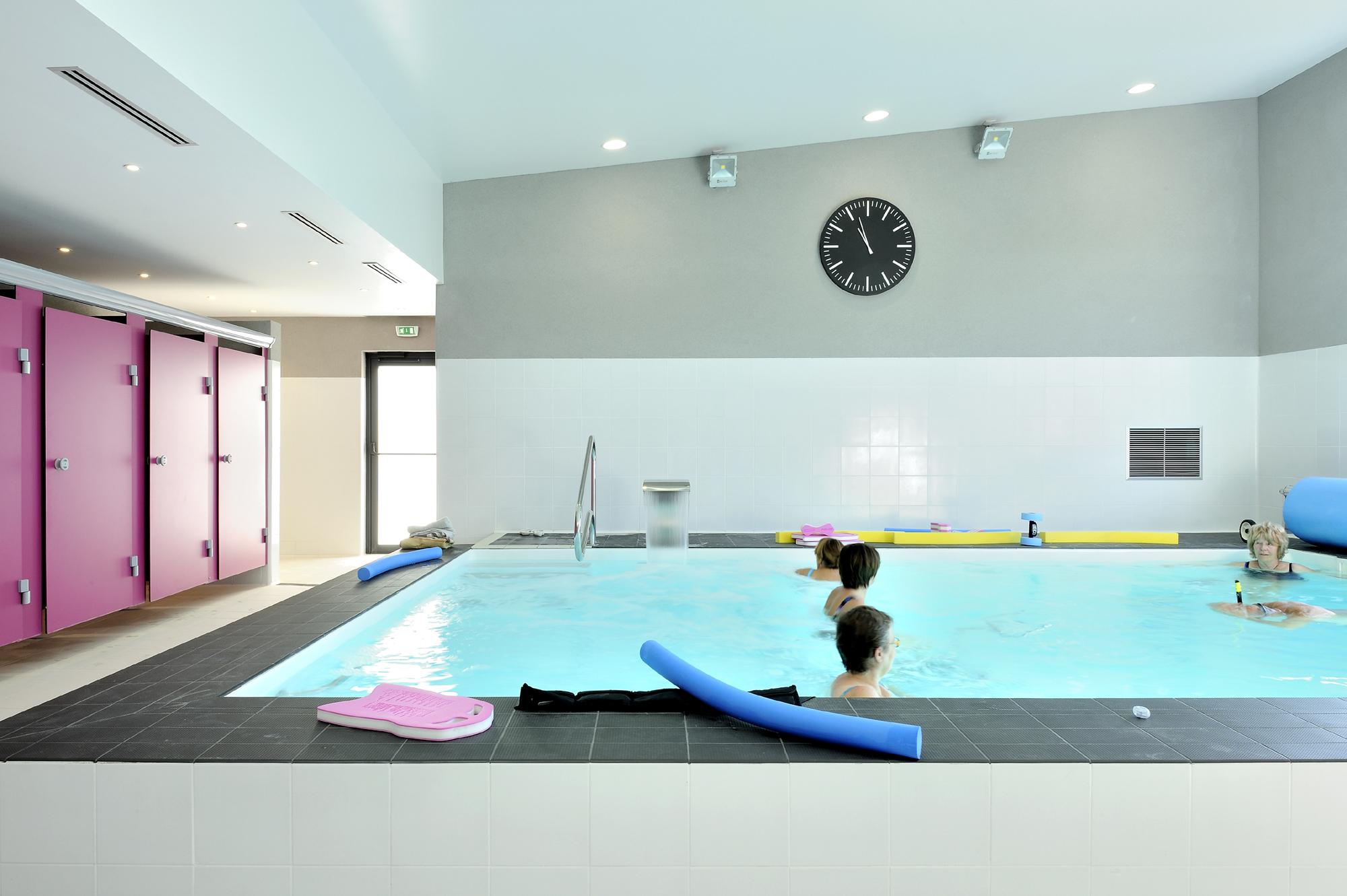 Cabinet de kin sith rapie avec piscine la tour du pin fabien perret architecte lyon - Cabinet de kine avec piscine ...