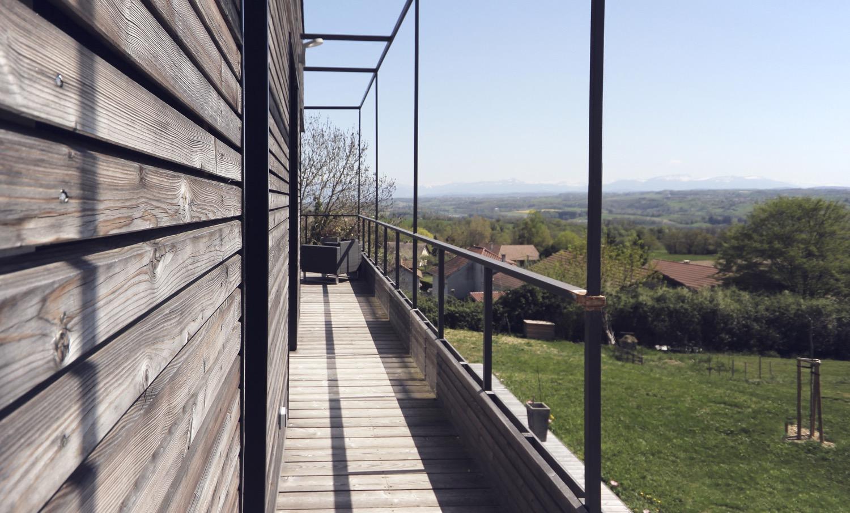 maison-bois-beton-pente-1