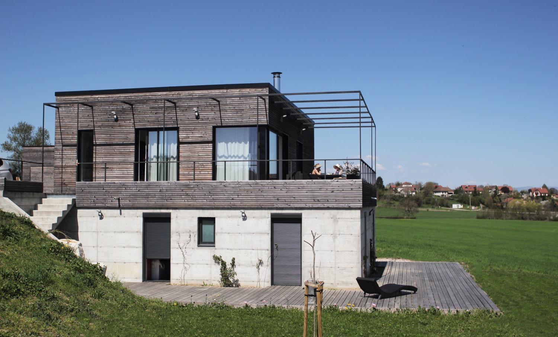 maison moderne dans la pente en is re fabien perret architecte lyon. Black Bedroom Furniture Sets. Home Design Ideas